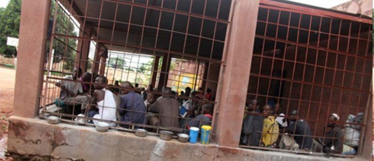 Article : Prison de Kati: comment on arnaque les détenus